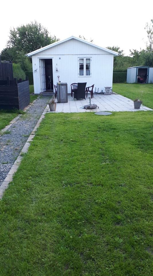 Lækkert kolonihavehus med EL og septitank til salg i Martinsminde haveforeningen.